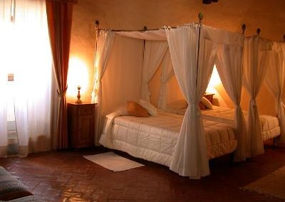 Castello-di-Meleto-Bedroom-3
