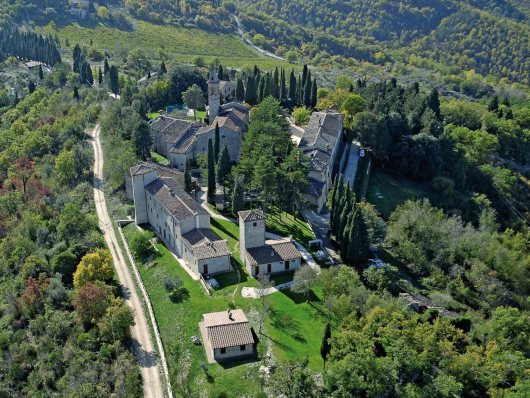 T34 Wedding Villa in Tuscany with a Church