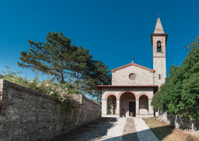 Wedding venue in Tuscany with catholic church T34