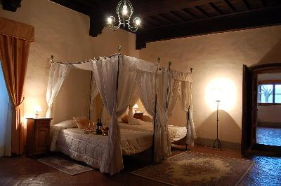 Castello-di-Meleto-Bedroom-2