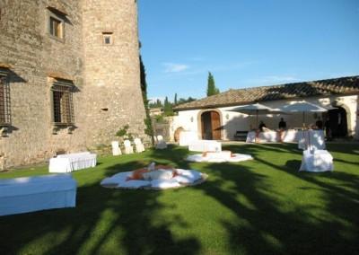 Castello-di-Meleto-Garden-picnic