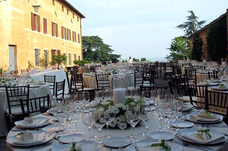 Catholic Ceremony and Villa in Tuscany (100 guests)