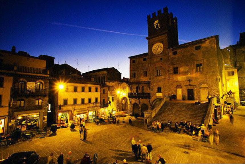 Wedding in Cortona and a villa in Arezzo (sample 40 guests)