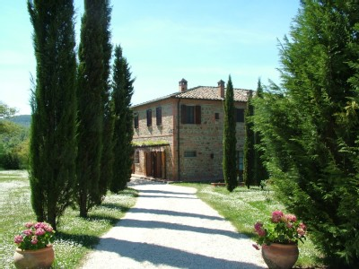 Civil wedding with Villa reception near Siena