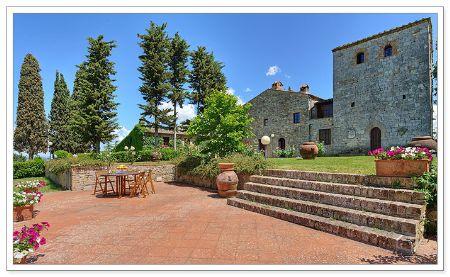 Civil wedding at a stunning Villa in San Gimignano