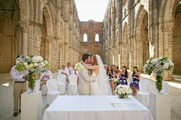 Wedding Villa in Chianti, Tuscany and Ceremony in Abbey Ruin