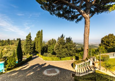 wedding-villa-in-tuscany-italy-rosietheweddingplanner-wedding-photographer-tuscany-t31-10