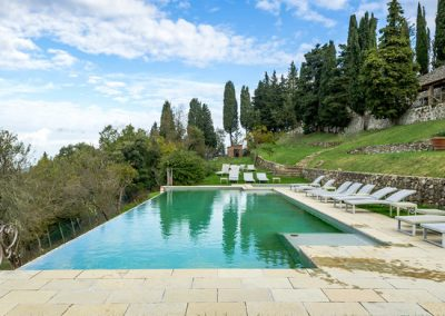 Wedding venue in Tuscany with pool and church T34